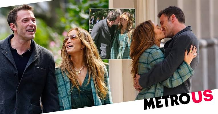 Jennifer and Ben Share a Romantic Kiss While Casually Strolling Through NYC