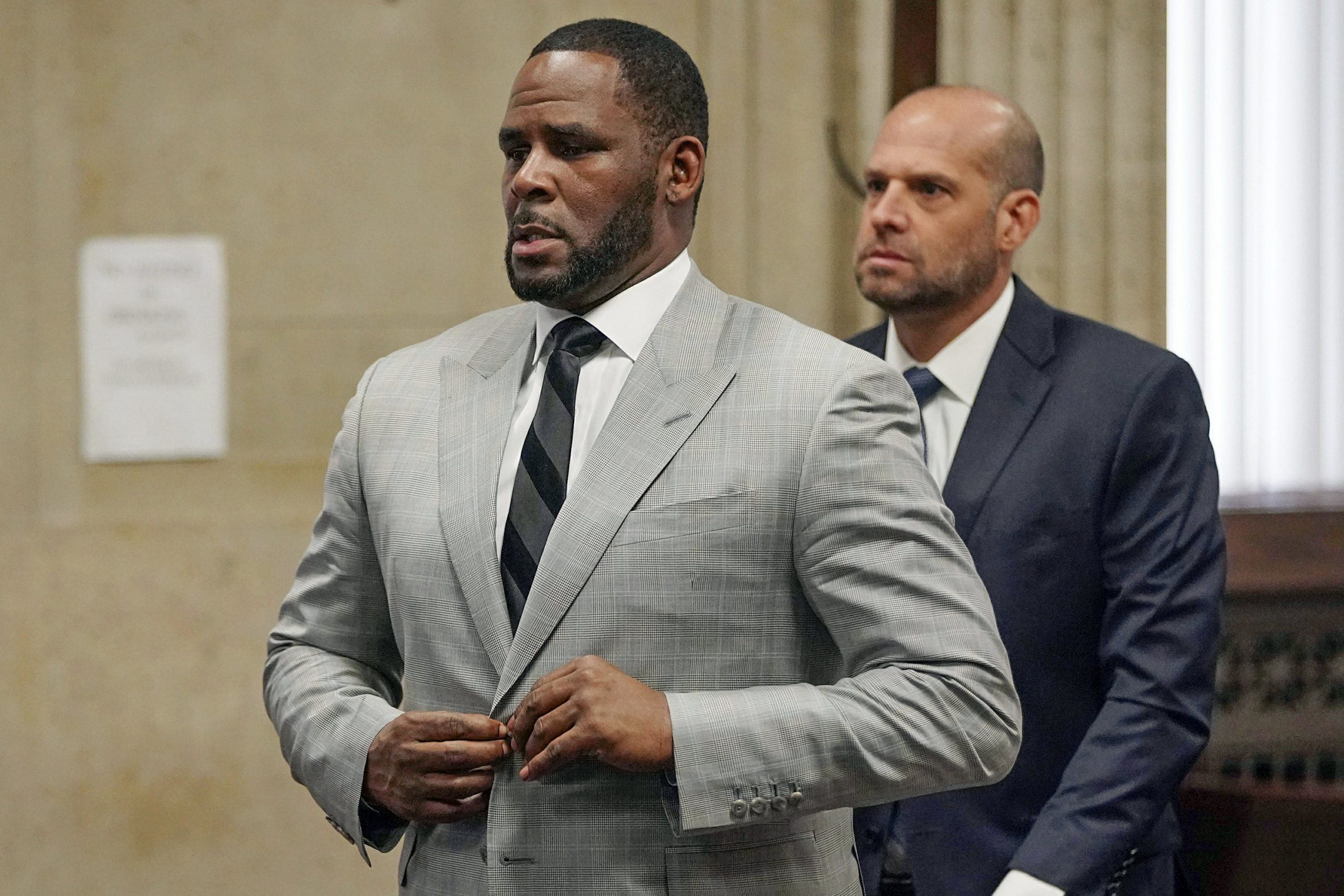 Singer R. Kelly seen Jamming to his own Music in Court! Here's What Happened!