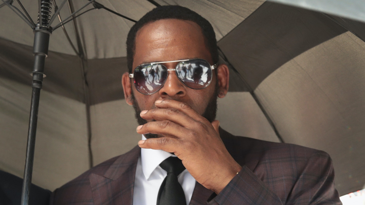 R. Kelly Building Fortune even Behind the Bars! Kelly's Album Sales Rose upto 500 Percent Following his Conviction