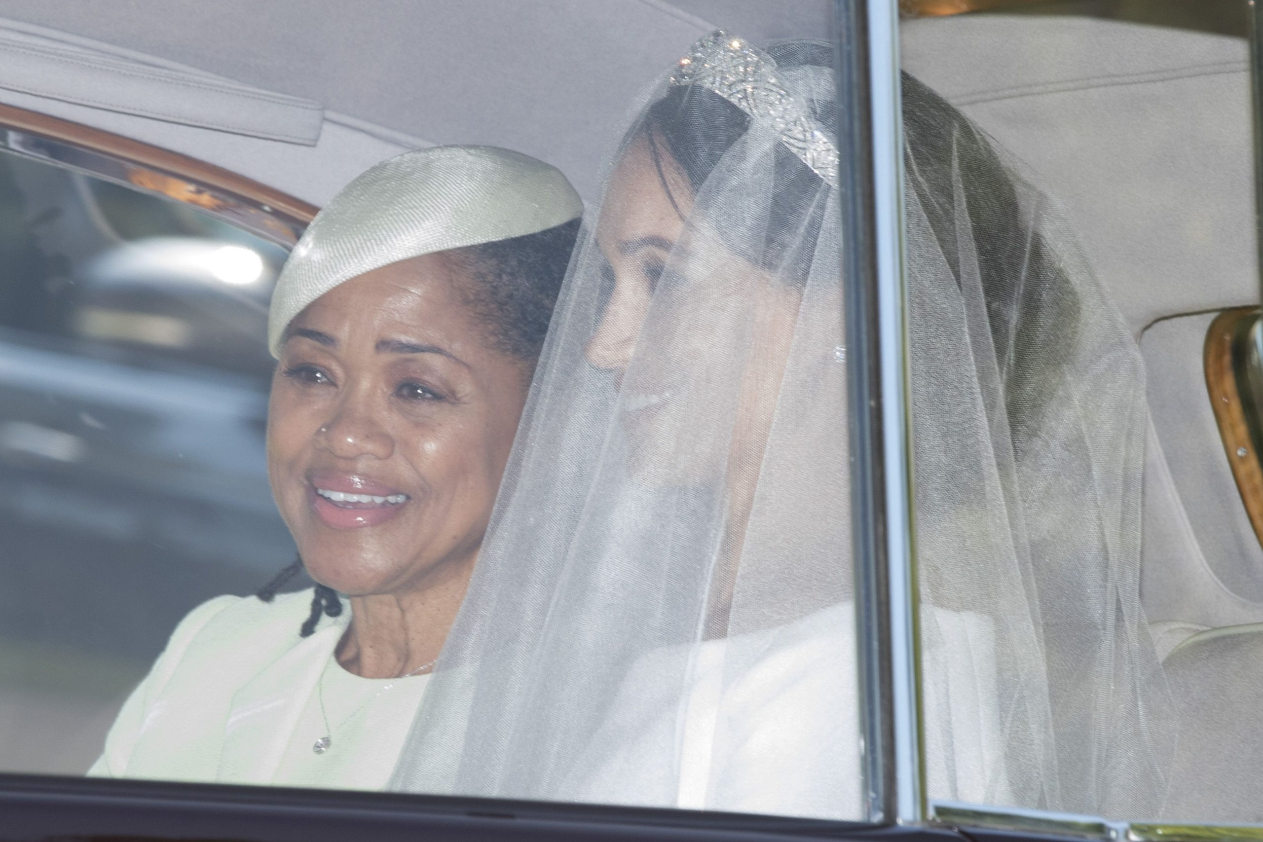 Meghan Markle looks like her Mother Doria Ragland In Unearthed Wedding Photos